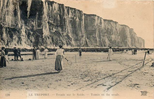 76. Le Treport. Tennis Sur Le Sable - Le Treport